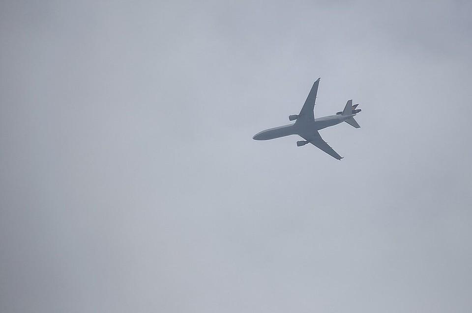 Самолет из Красноярска экстренно сел в Омске
