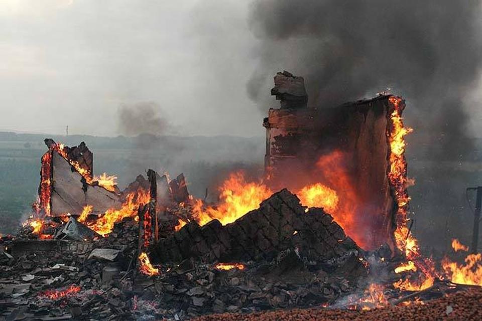 В сгоревшем доме погибли трое.