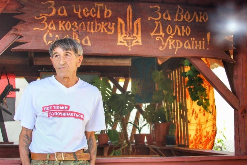 Олег Приходько разукрасил украинской символикой весь дом