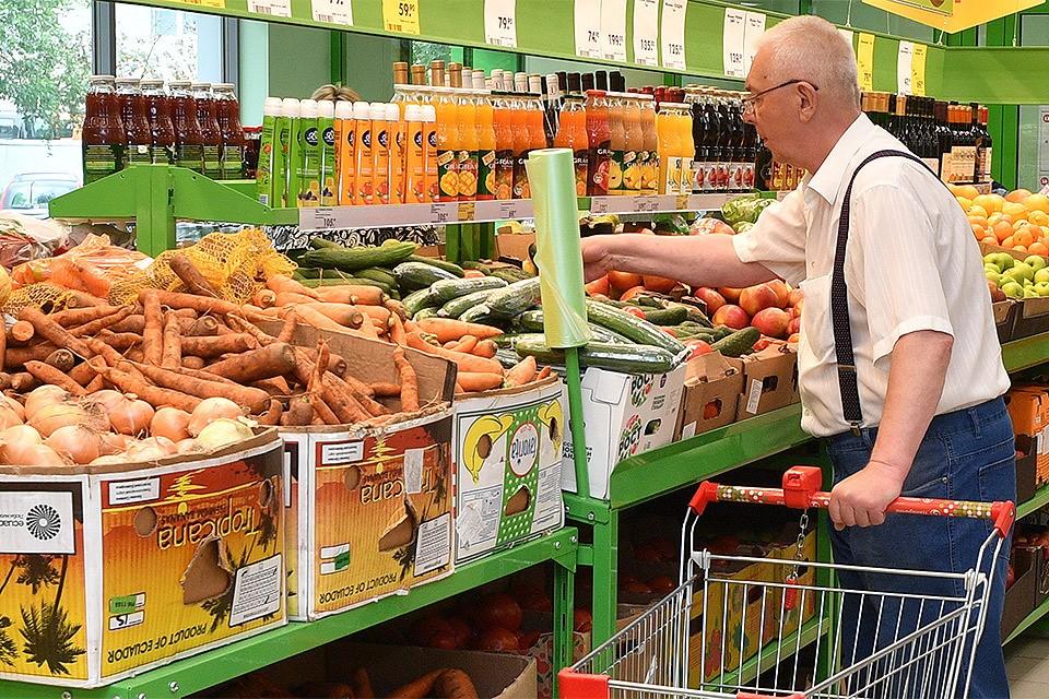 Журналисты и блогеры сравнили цены на продукты на Украине и в России.