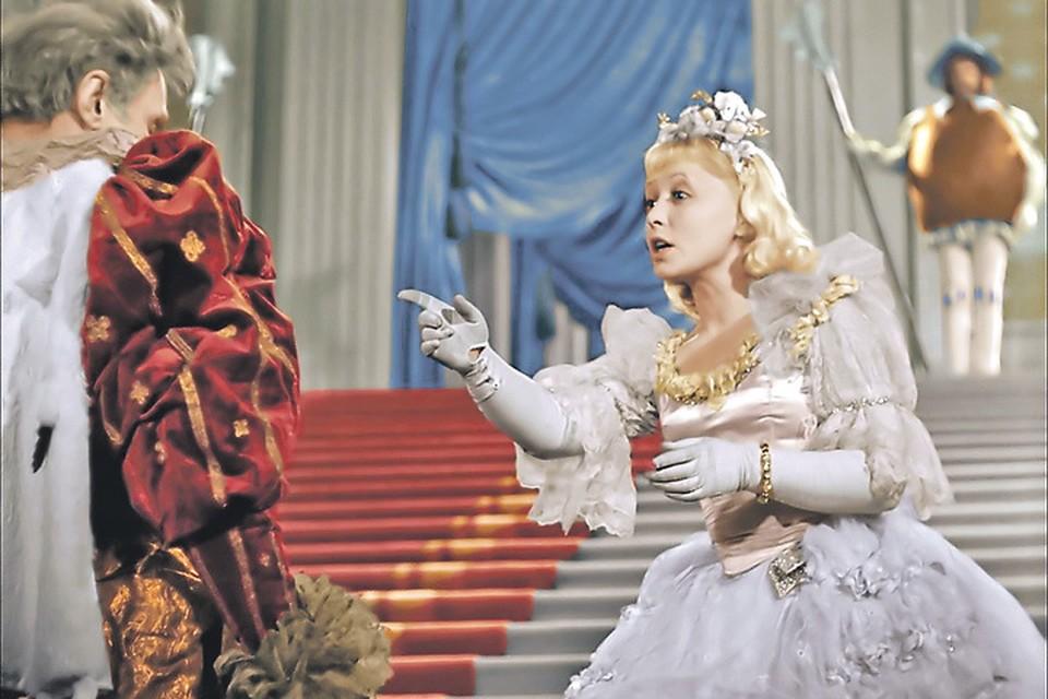 Когда актриса играла Золушку, ей было 37 лет, и сказочная героиня была ровесницей ее дочери. Фото: Кадр из фильма