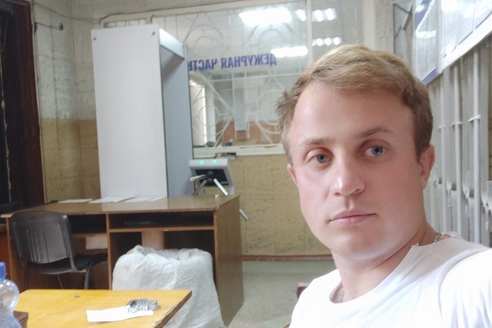Артем попал в дежурную часть полиции после конфликта. Фото: Артем Беркус/VK