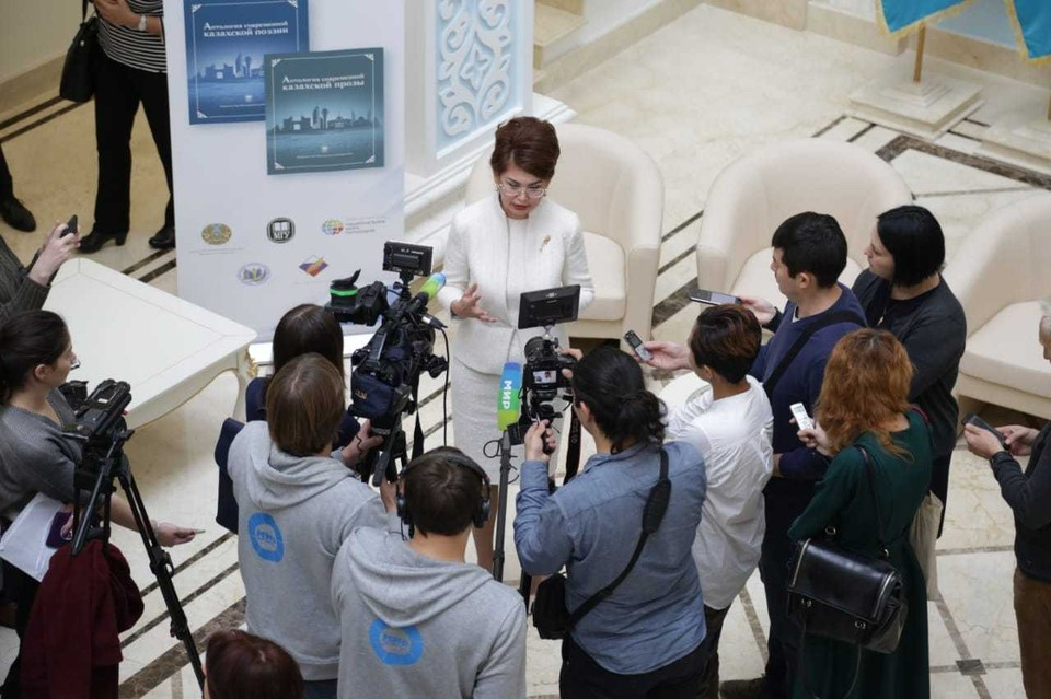 Помощник президента Казахстана Аида Балаева презентации антологий казахской прозы и поэзии.