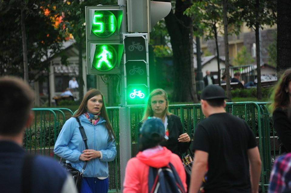 Фото люди и светофоры