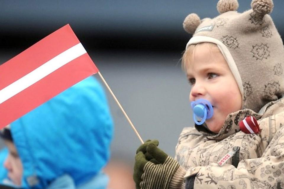 Парламент Латвии принял решение об автоматическом гражданстве для всех новорожденных. Фото: с сайта zib.com.ua