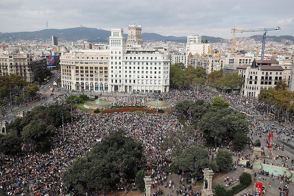 На манифестацию в Барселону пришли более полумиллиона человек