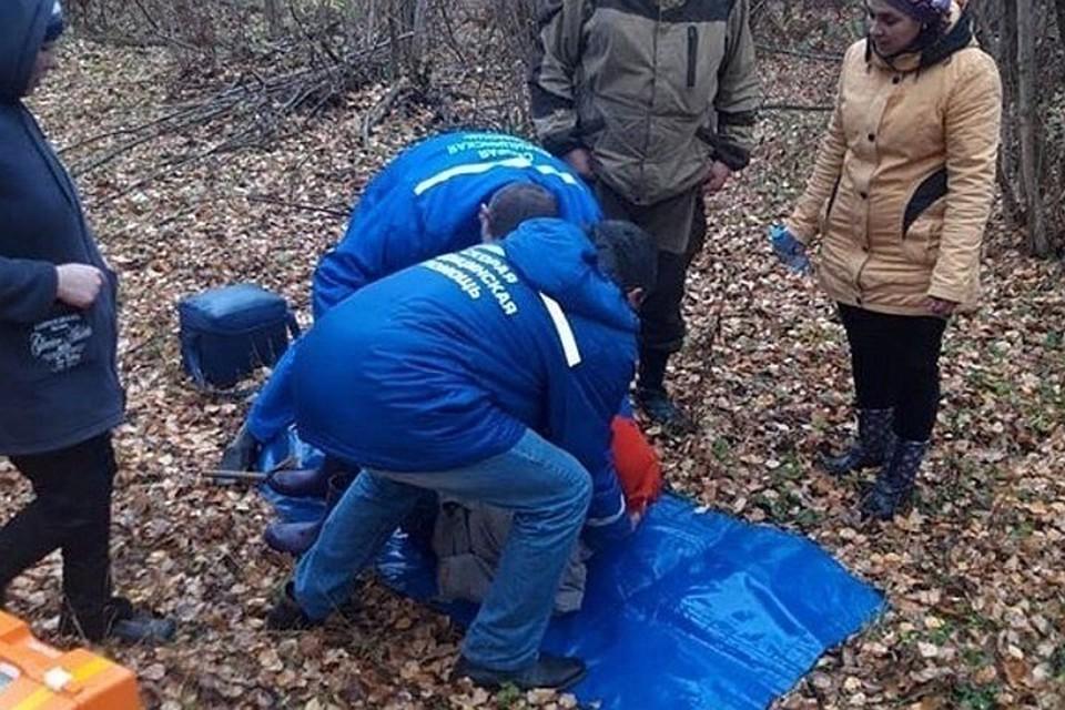 Женщина была обессилена и лежала на земле. Фото: МВД Чувашии