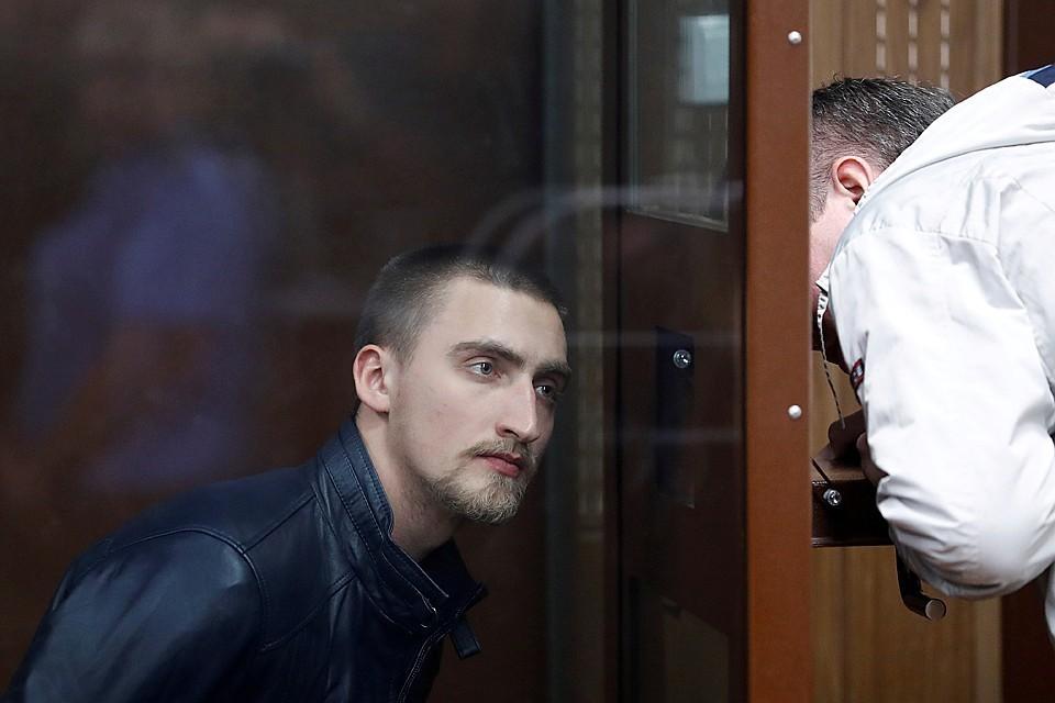 Актер Павел Устинов чуть не загремел на 3 года в колонию - случайно оказался на несанкционированном митинге в Москве