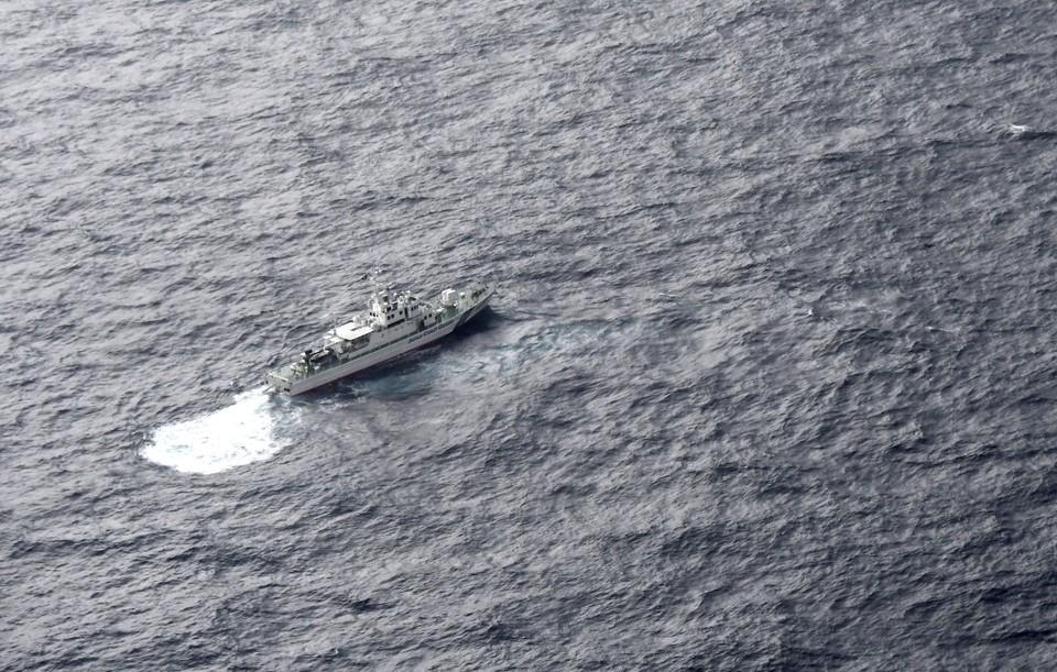На помощь российскому ледоколу выдвинулись буксирные суда