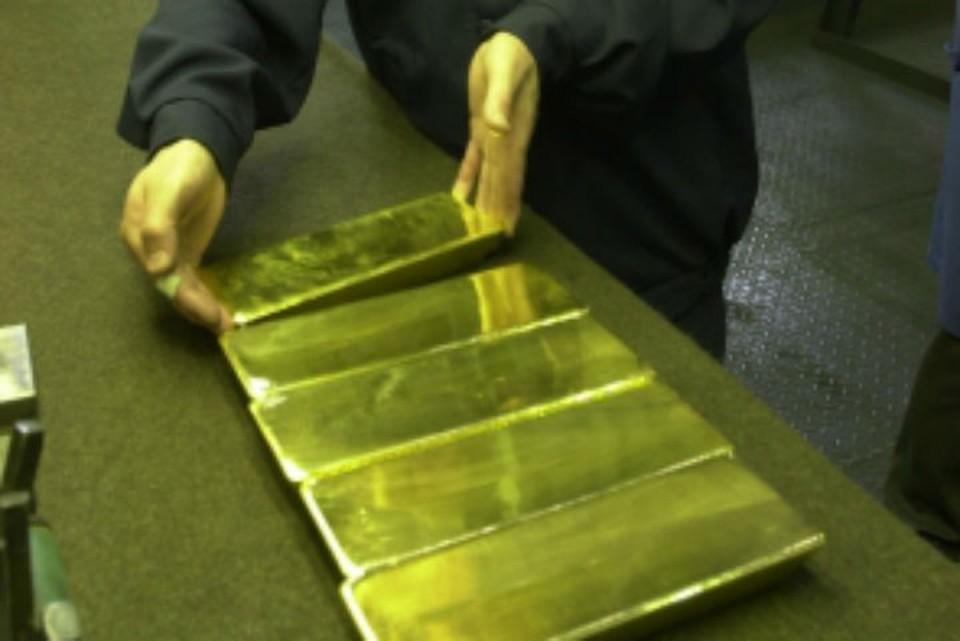 Семь слитков золота на 4 миллиона рублей нашли в автомобиле у жителя Забайкалья