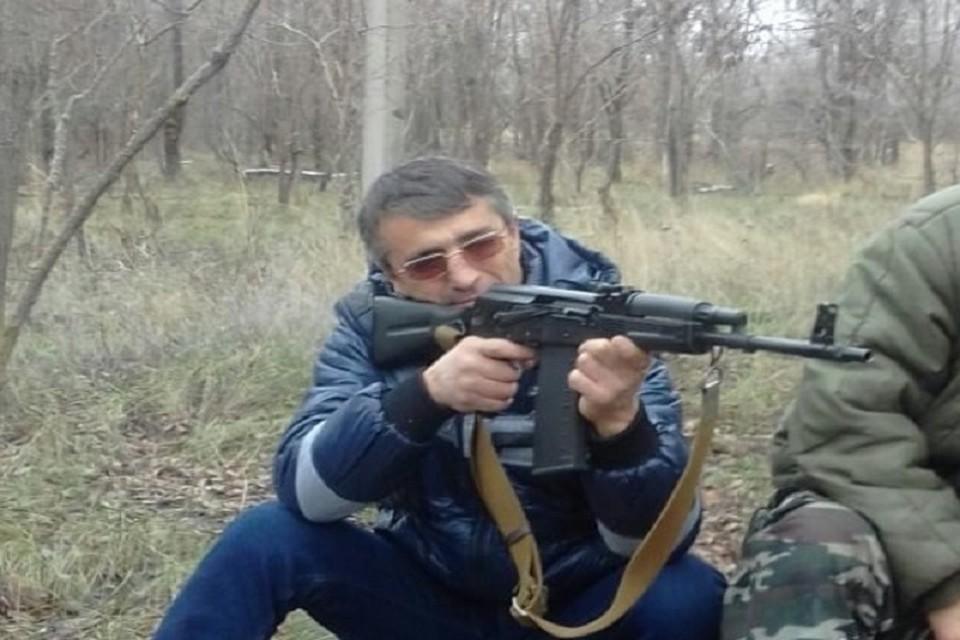 Один из участников конфликта хвастался оружием в социальных сетях. Фото: Одноклассники. Балауди Хусиханов
