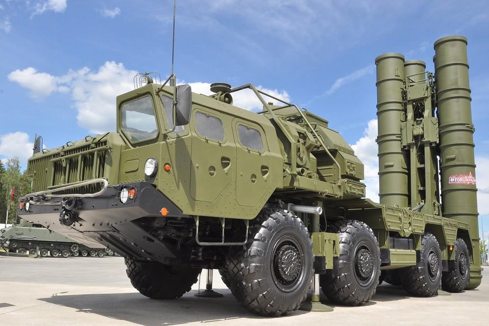 """В ходе международных учений Минобороны перебросило на территорию сербской авиабазы ракетный дивизион С-400 и зенитную ракетно-артиллерийскую батарею """"Панцирь-С"""""""