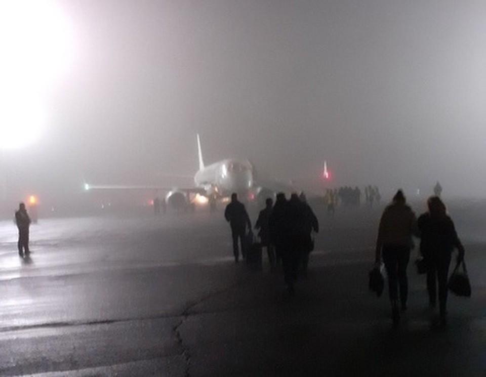 Аэропорт в Оренбурге поглотил сильный туман / Фото: Типичный Оренбург