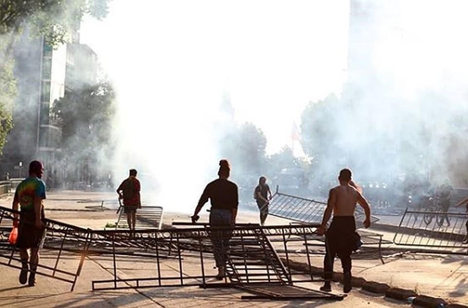 Из-за массовых протестов президент Чили отменил саммит АТЭС и конференцию ООН