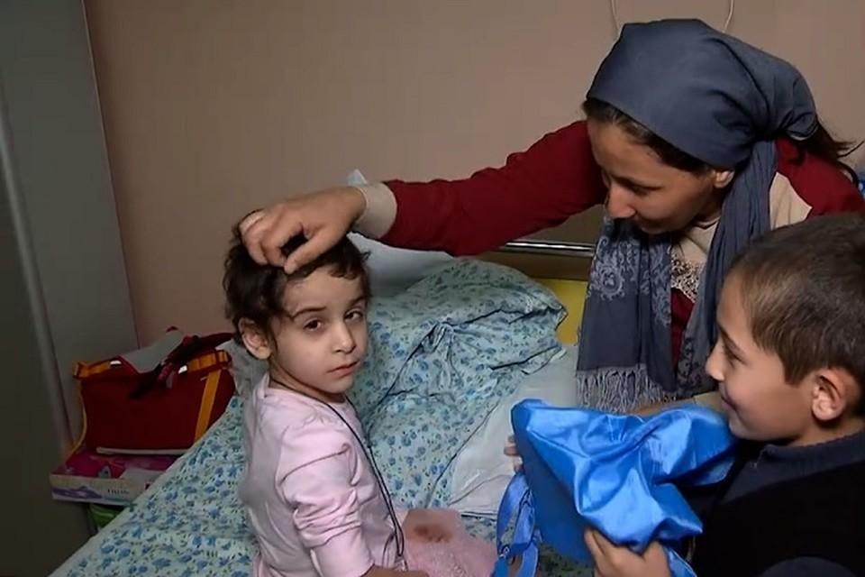 Аиша с Тимуром и мамой в больнице