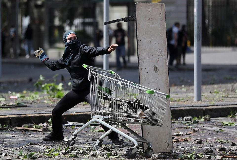 Массовые беспорядки охватили столицу Чили