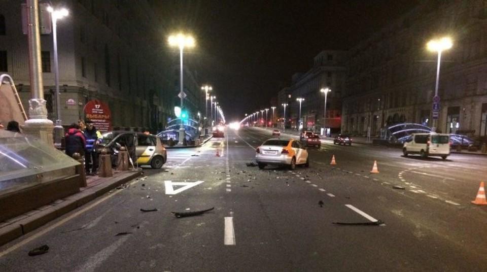 По предварительной информации, водитель такси поехал на красный сигнал светофора. Фото: УГАИ УВД Мингорисполкома