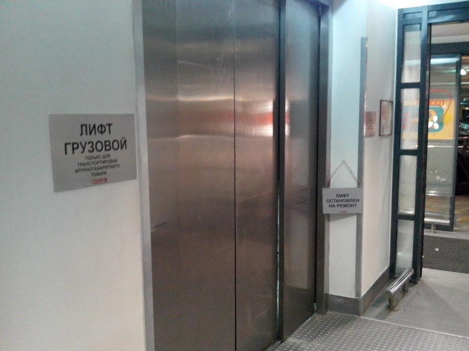 Как говорят в лифтовой компании, «кабина по какой-то причине просто оторвалась при монтаже».