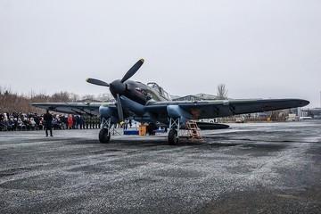 Единственный в России рабочий ИЛ-2 прилетел в Самару вместе с внучкой пилота, которого спас в годы ВОВ