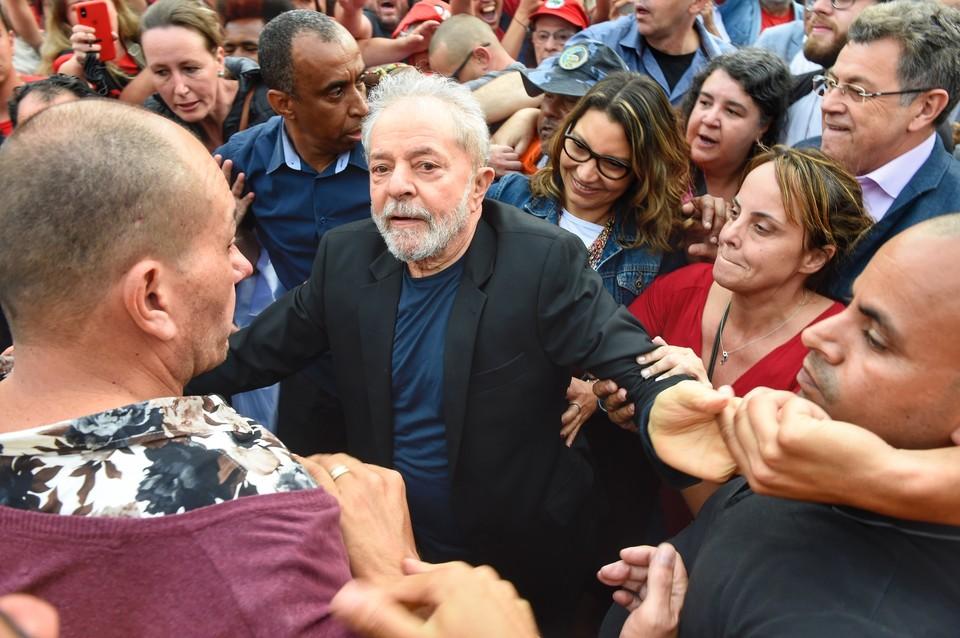 Бывшего президента Лулу да Силву по ходатайству защиты выпустили из тюрьмы.