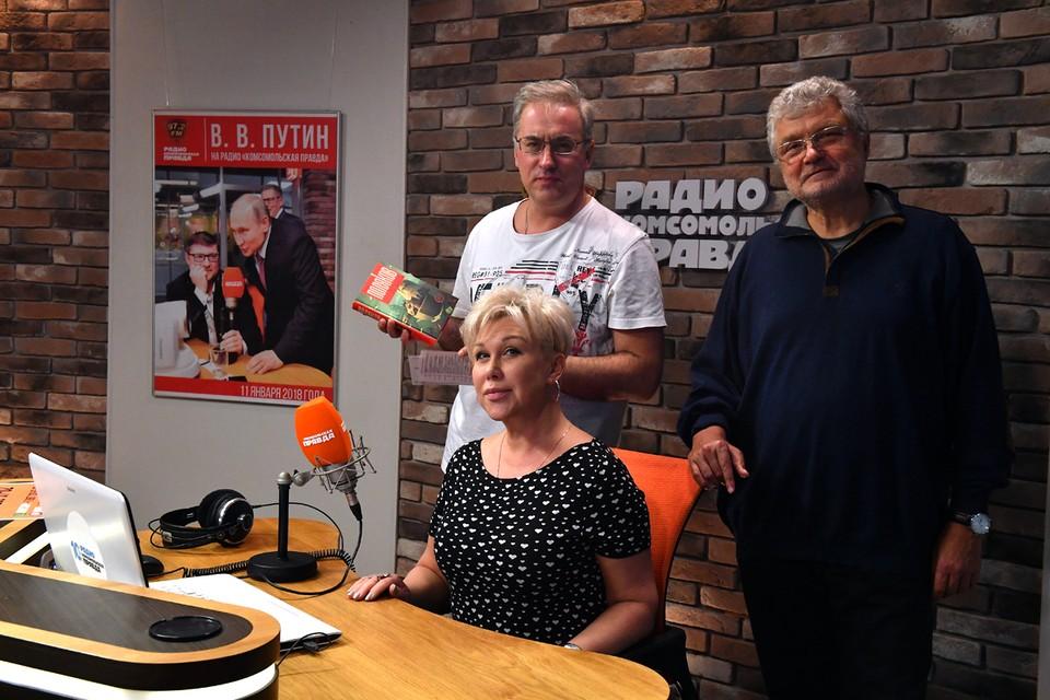 Юрий Поляков (на фото - справа) был готов к тому, что Андрей и Юлия Норкины в программе «Простыми словами» на Радио «Комсомольская правда» (97,2 FM) зададут популярному писателю самые острые вопросы.
