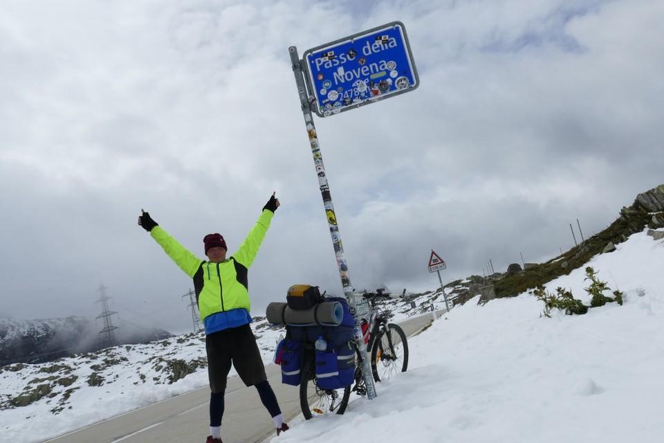 Антон Сазонов ехал через всю Европу, через равнины и горные перевалы - в любую погоду