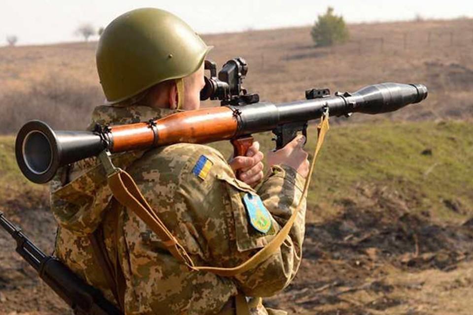 Украинские боевики за сутки обстреляли три поселка в ЛНР. Фото: ТК «Звезда»
