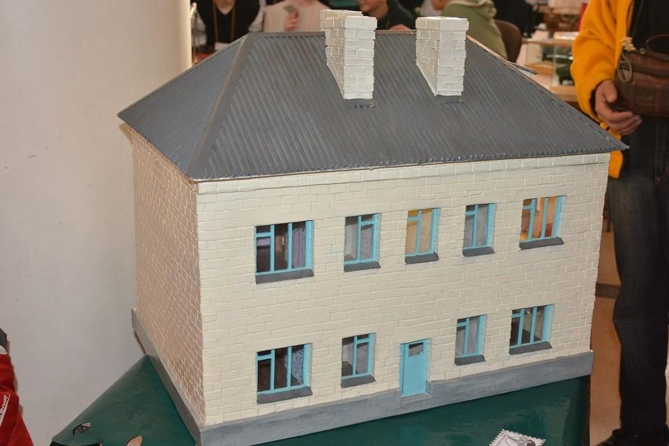 Модель дома по адресу Энгельса, 13. Судя по 2ГИС, в здании сейчас находится автосервис. Может быть, когда-то здесь была вот такая жилая многоэтажка. Фото: Hornews.com.