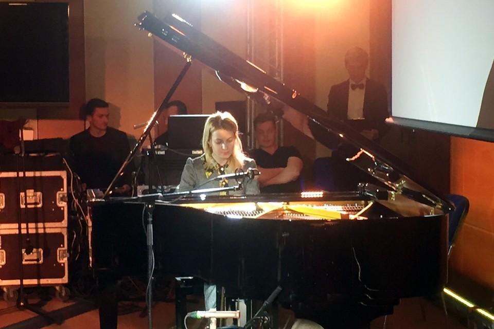 Поклонская исполнила вальс из программы своей музыкальной школы