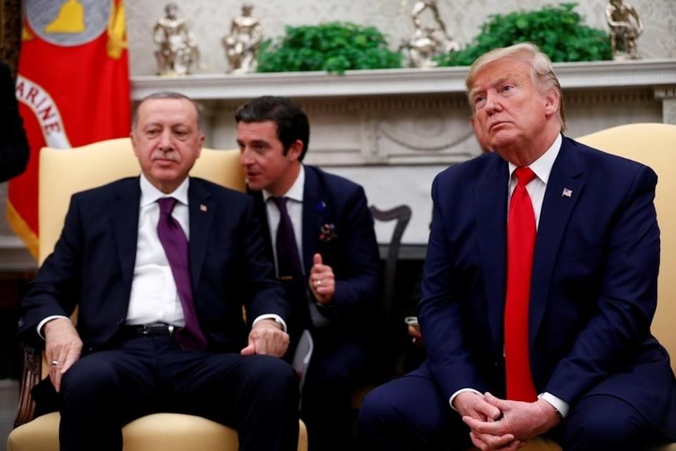 Президенты Турции и США Реджеп Тайип Эрдоган и Дональд Трамп во время переговоров в Белом доме