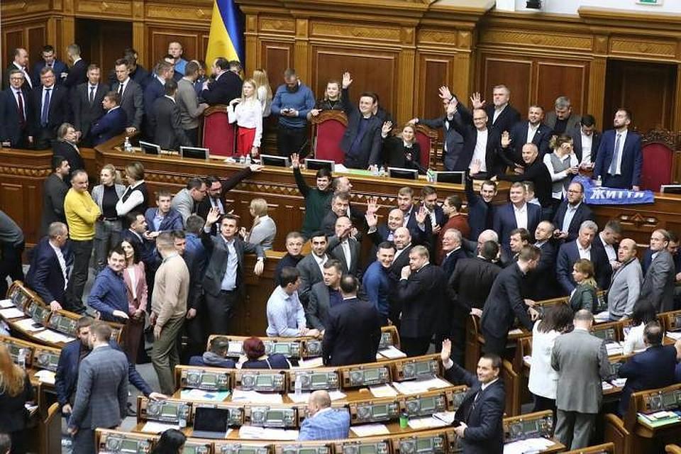 На Украине назвали принятый Радой закон о продаже земли предательством «Слуг народа»