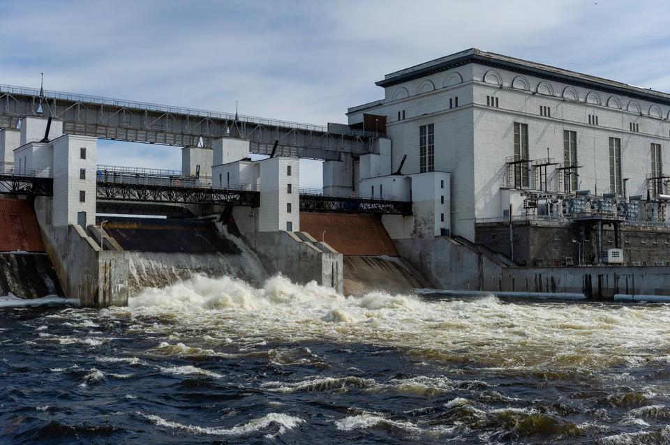 Пропуск паводковых вод на ГЭС
