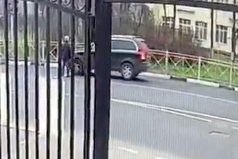 Конфликт между двумя мужчинами произошел на дороге в Мытищах