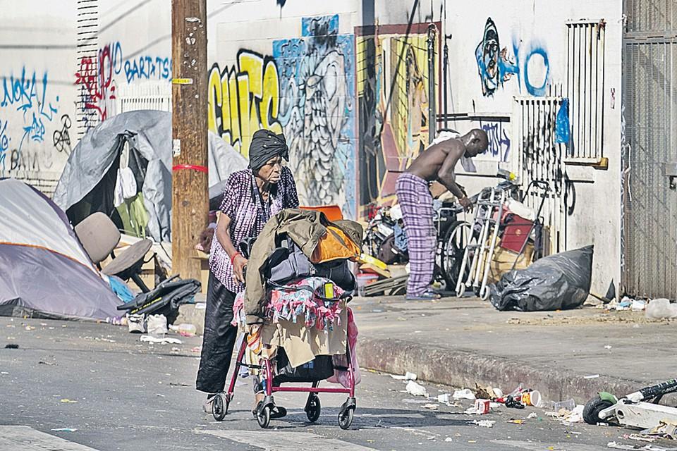 Это фото бездомных, обосновавшихся на улицах Лос-Анджелеса, было сделано летом. С тех пор мало что изменилось.