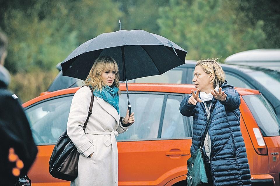 Анна Пармас и Анна Михалкова на съемках. Фото: UGOLPHOTO