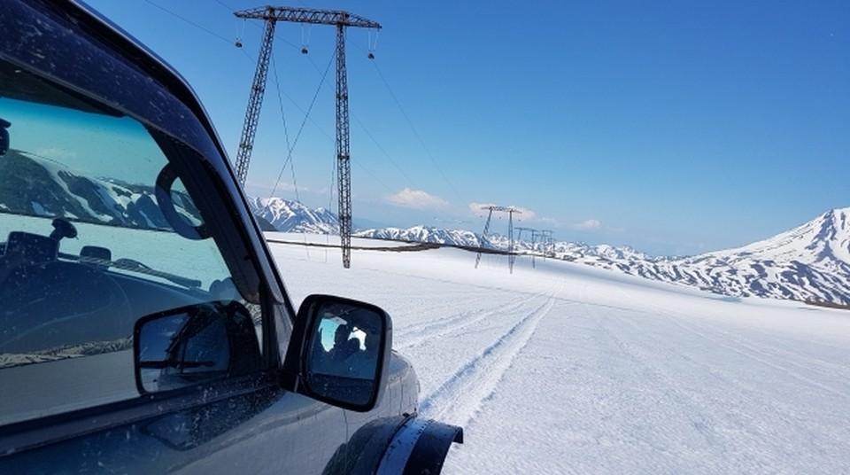 Провода не выдерживают постоянного сильного ветра в Островном: искрят и выходят из строя.