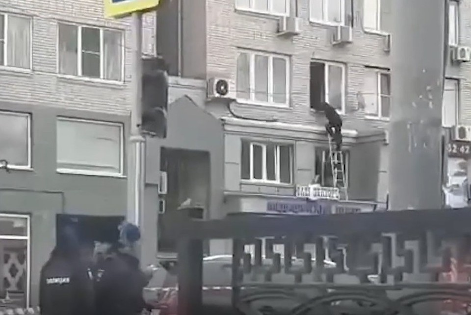 Штурм квартиры попал на видео. Фото: стоп-кадр Baza