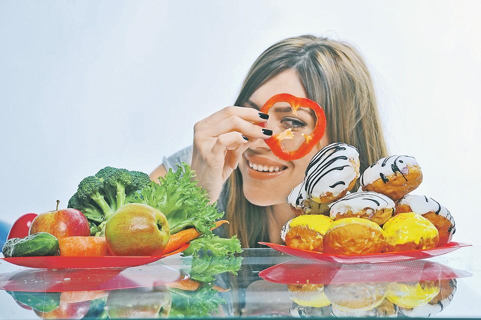 Характерный пример, как худеющее поколение сквозь овощи смотрит на мучное.
