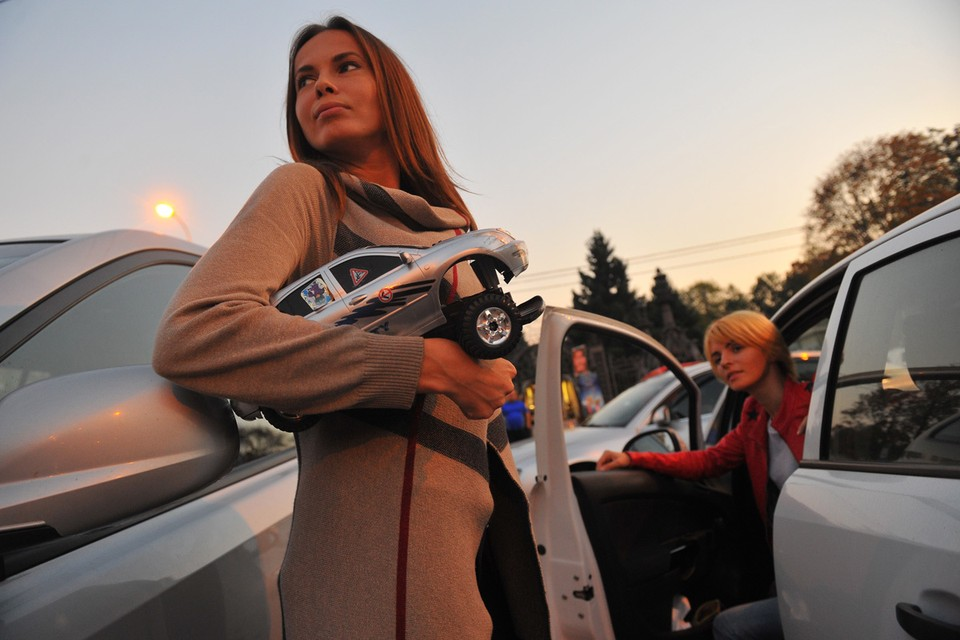 В России опять подорожают авто.