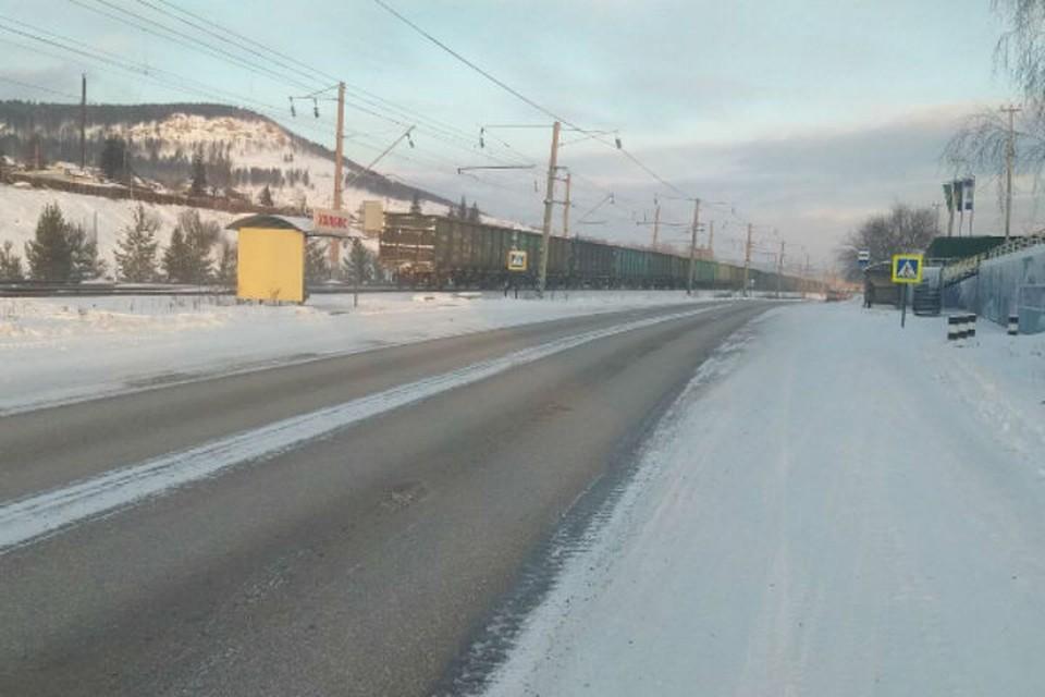Водителя, сбившего школьницу на улице Зверева, ищут в Усть-Куте.