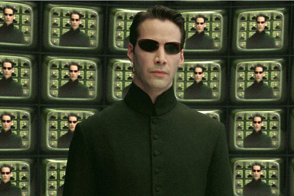 Неужели может быть как в фильме «Матрица», где некий искусственный интеллект, суперкомпьютер, имеет прямой доступ к каждому человеку в мире.