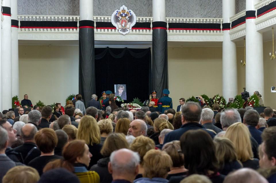 В Петербурге простились в президентом СПбГУ Людмилой Вербицкой.