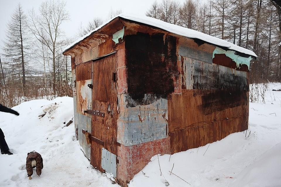 Так выглядит гараж-будка с запертой собакой
