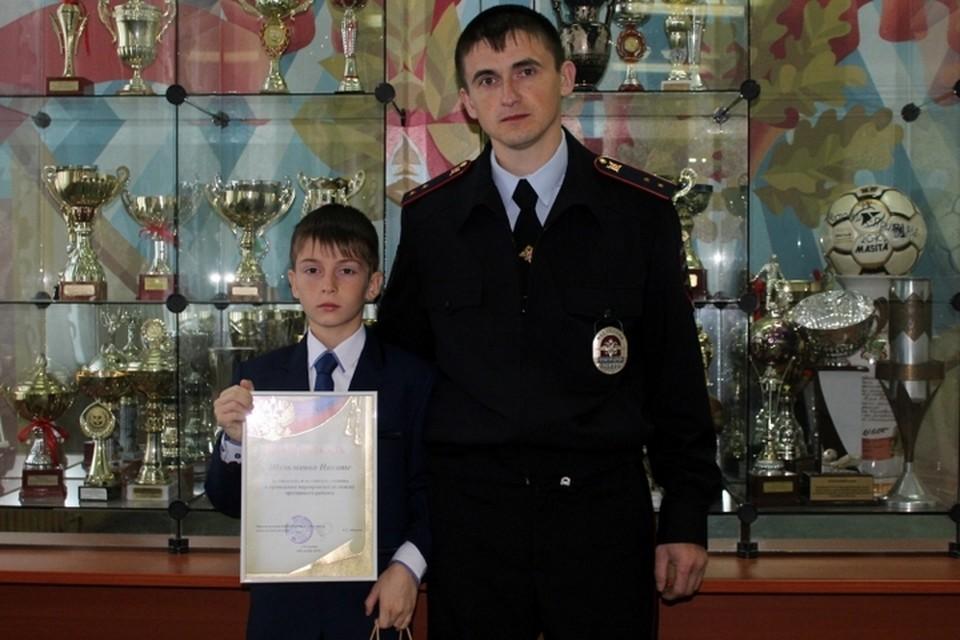 Александра и его сына Никиту наградили благодарственными письмами.