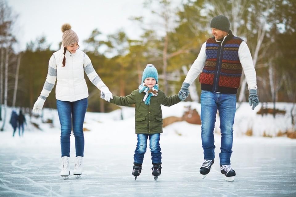 Даже если зима будет теплой и без снега, покататься на коньках можно в любой день.