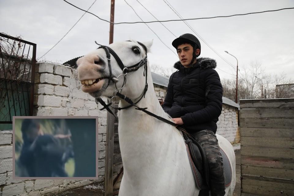 Тимур на конной прогулке, организованной СКР по Ставрополью