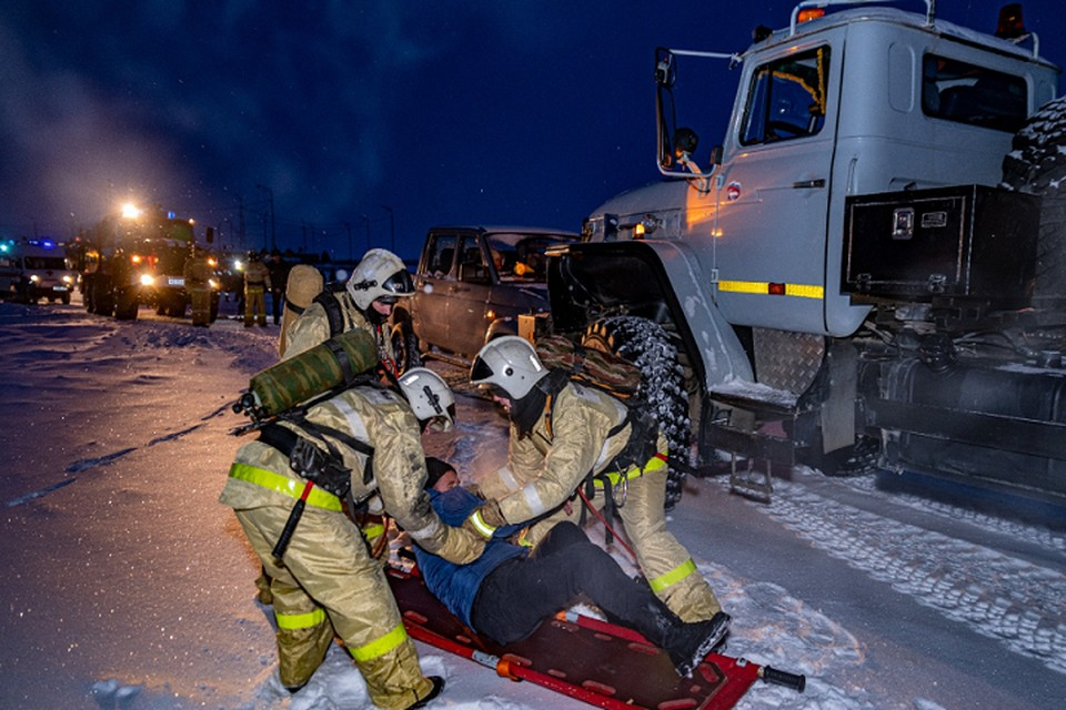 Легенда для спасателей: в Яр-Сале бензовоз столкнулся с джипом Фото: gkups.yanao.ru