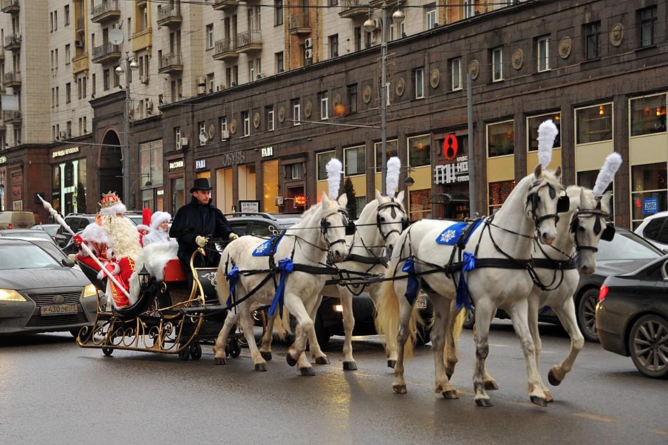 Впервые за долгие годы самый добрый волшебник перенесется в Москву, чтобы отпраздновать свой тысячный юбилей в кругу добрых друзей