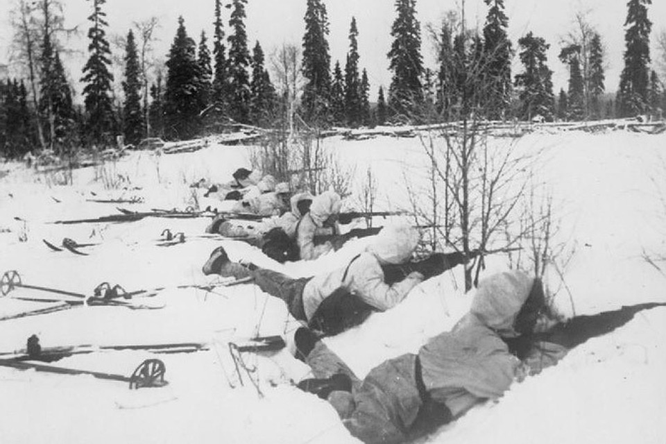 Финские лыжники на позиции. 12 января 1940 года