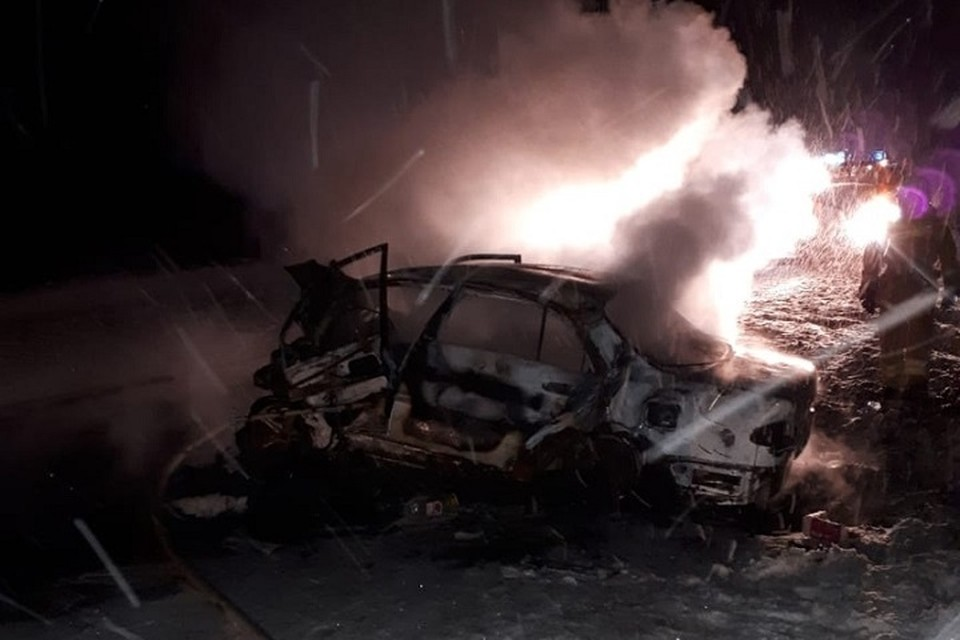 """В ХМАО при столкновении двух иномарок заживо сгорели три человека. Фото из группы """"ЛЯНТОР 86"""" во ВКонтакте"""